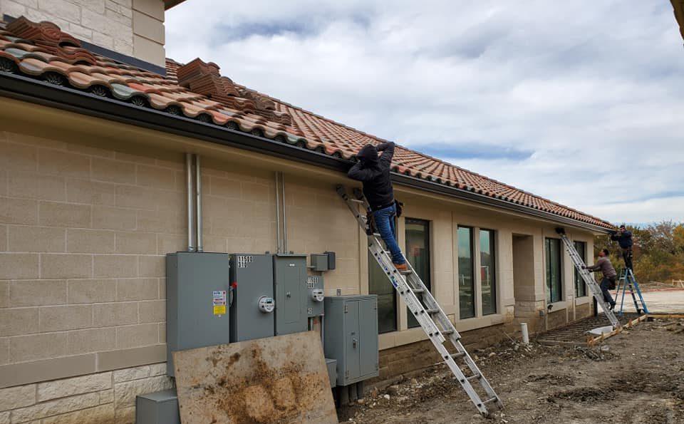 crew members installing seamless gutter system